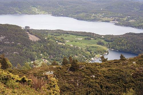 Utsikt fra Borgundnuten mot Fjelbergøy og Halsnøy